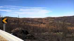 N232 zum Stausee barragem de Vale Rossim
